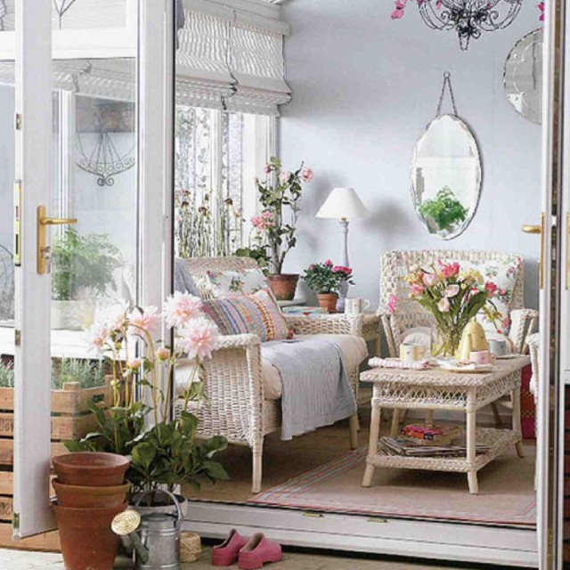 Beautiful-flower-in-the-living-room-interior-design-1024x1024