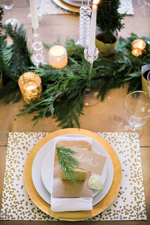 Gold Christmas table decor